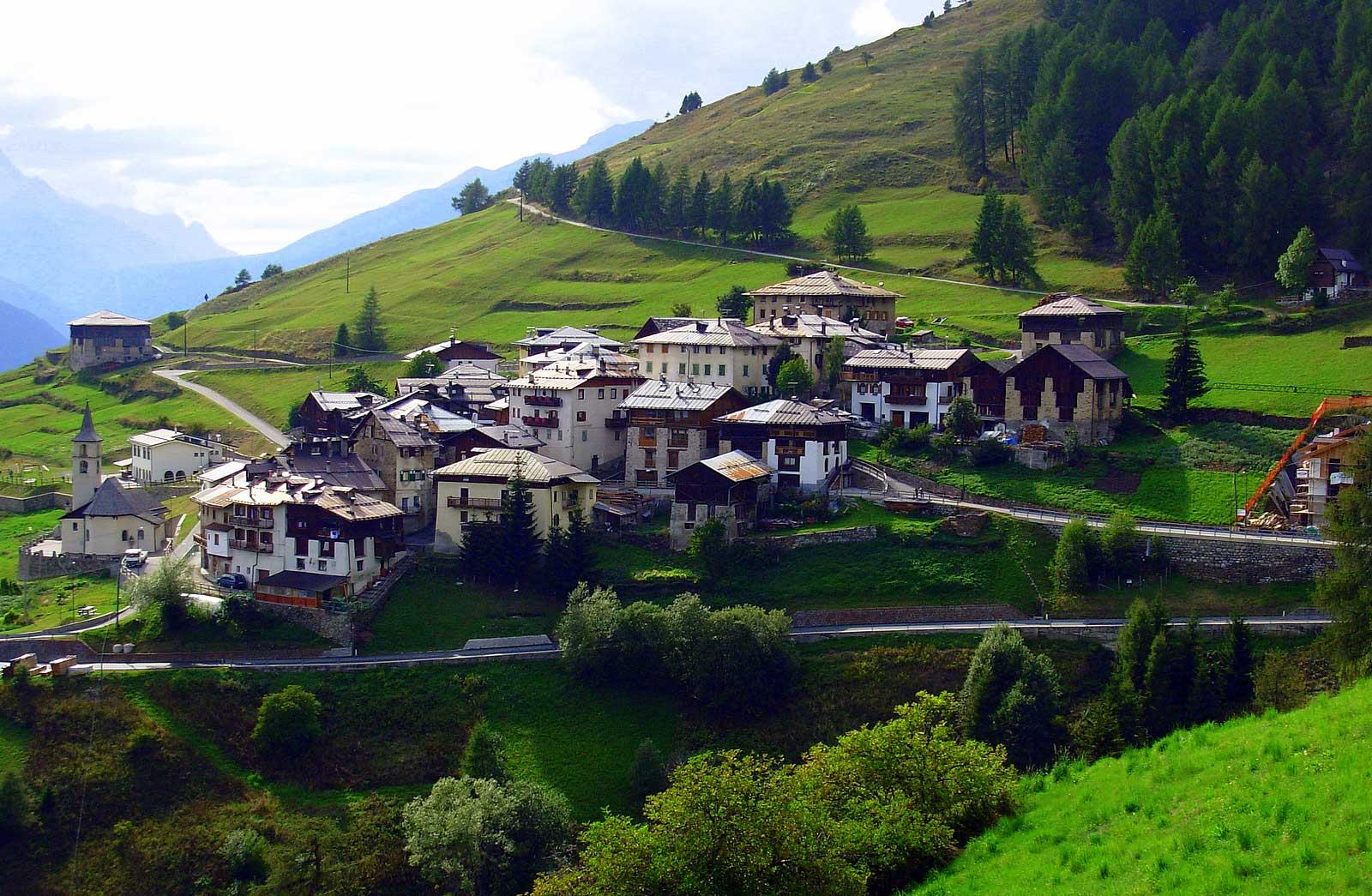 Itinerari in mountain bike in val di sole percorrendo il for Le pigne dei larici